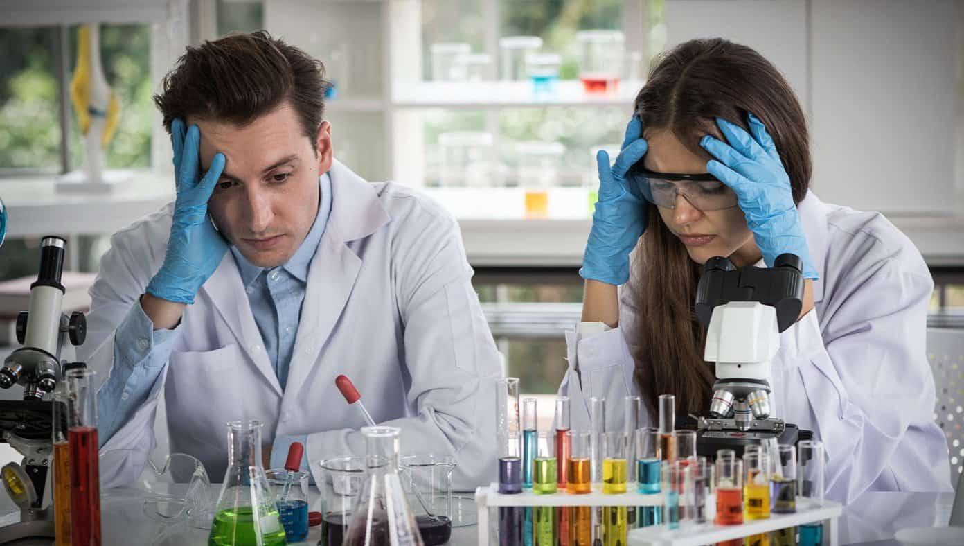 Alle Wissenschaftler sind gezwungen, in den Ruhestand zu gehen und sie haben jetzt einen neuen Job